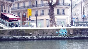 Space Invader at Canal Saint Martin